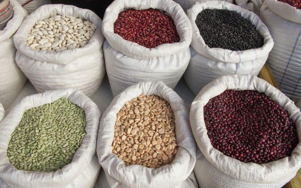 sacos con legumbres a granel proteínas vegetales